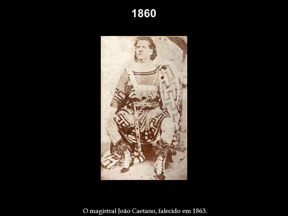 1840 Grupo de pessoas na frente do Paço Imperial – 1840. Considerado o primeiro daguerreótipo feito na América do Sul, datado de 17.01.1840, e talvez
