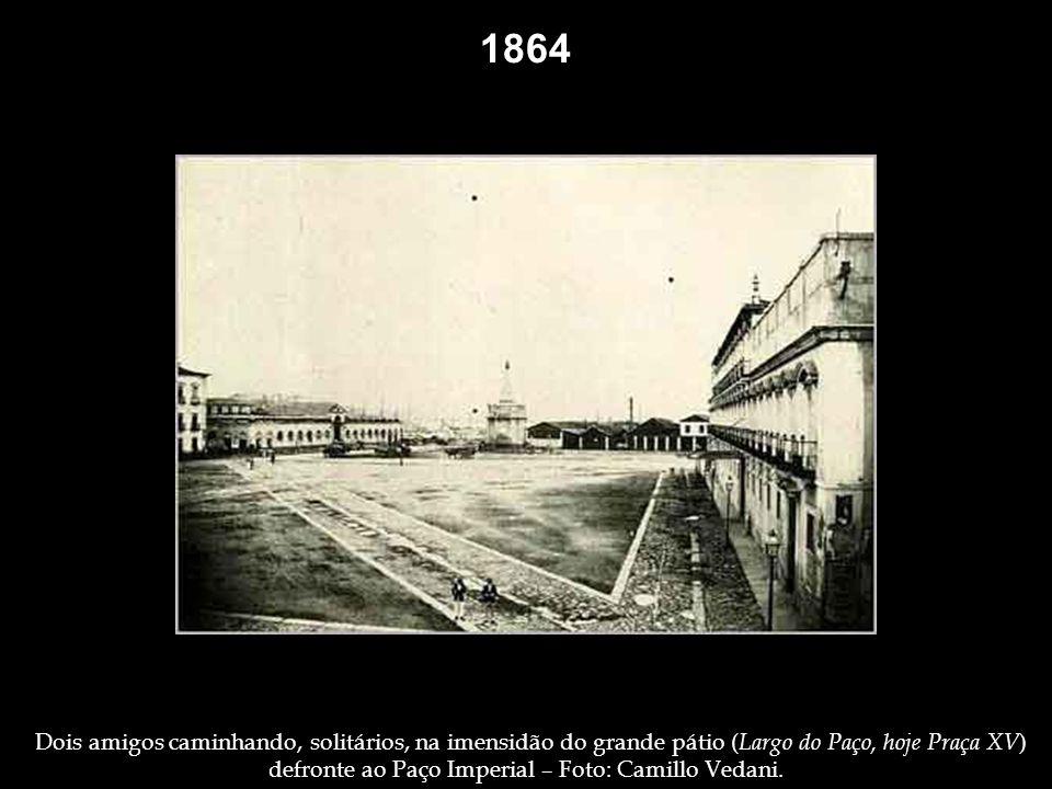 Passeio Público – Foto: Revert Henrique Klumb. 1860 1862 Apreciando a paisagem, da janela de sua casa, em um dos vãos do Aqueduto da Carioca – Foto: R