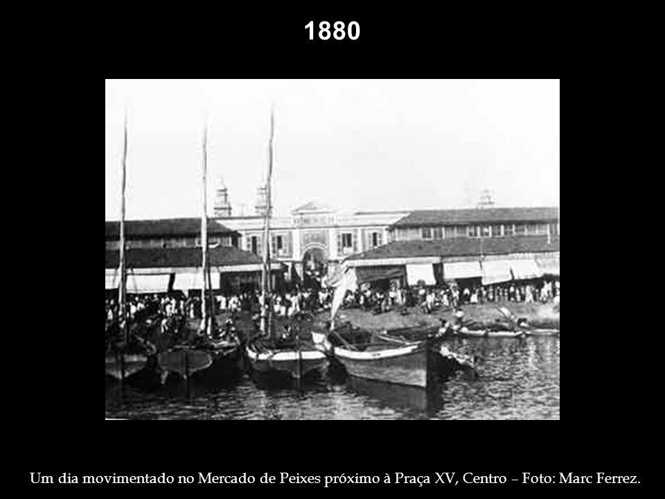 1865 Crianças brincando na porta de casa, à Rua Silveira Martins ( antiga Rua do Príncipe ), no Flamengo – Foto: George Leuzinger. Confeccionando Cest