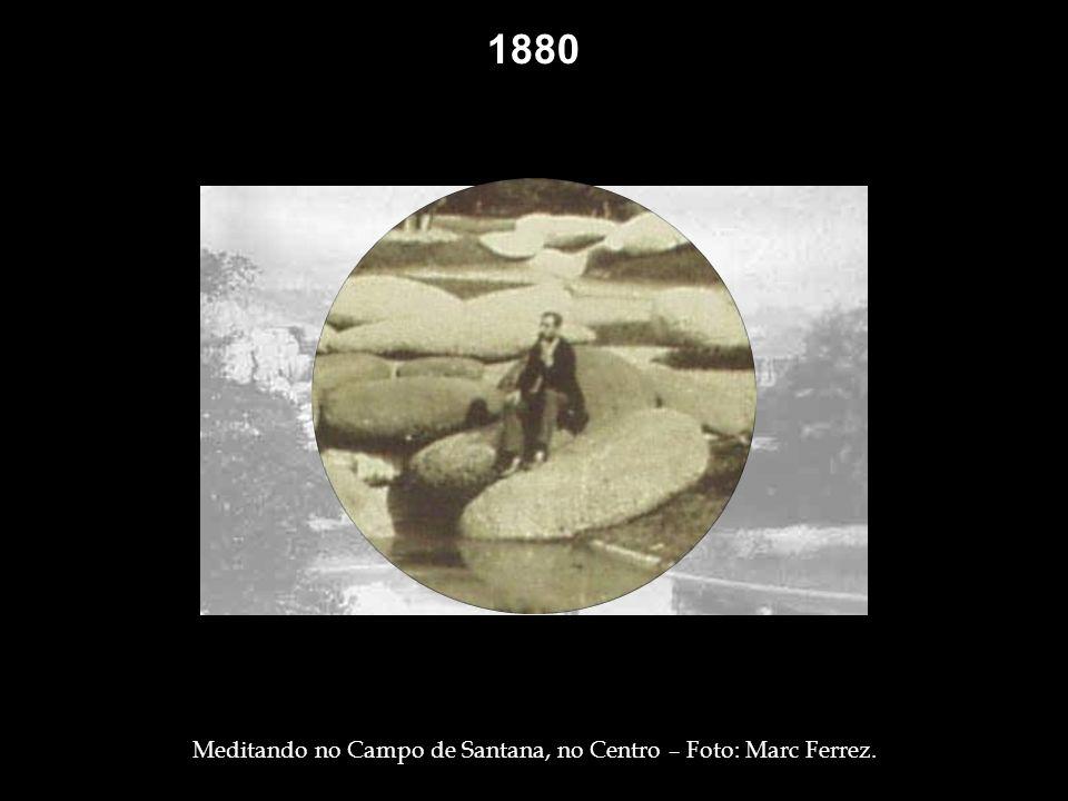 1877 Estação das Barcas – Foto: Marc Ferrez. 1880 Carroça, na rua Primeiro de Março, parada defronte à Igreja do Carmo – Foto: Marc Ferrez. Bonde de t