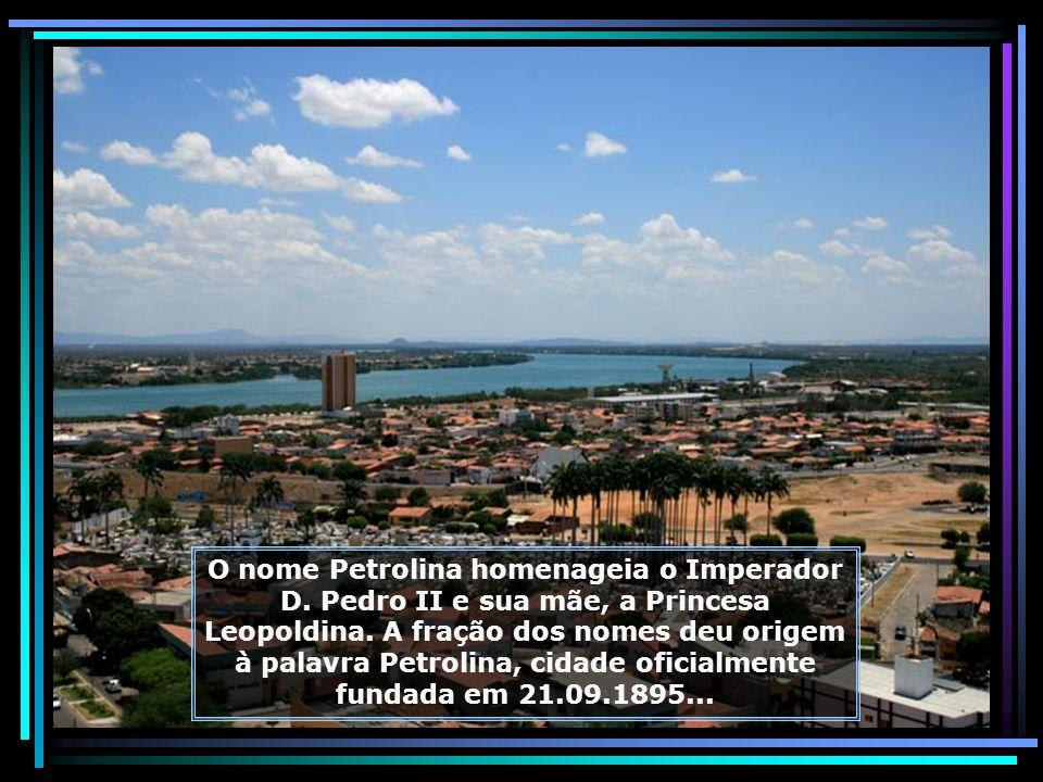 Petrolina, cidade de grandes e modernas avenidas, com população aproximada de 300.000 hab. Junto com Juazeiro, forma o maior aglomerado humano do semi
