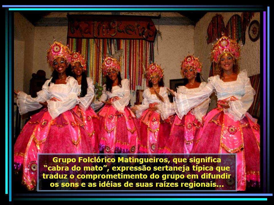 Centro de Artes Ana das Carrancas, artesã consagrada mundialmente pela produção de carrancas de barro com olhos vazados, uma homenagem ao marido cego.
