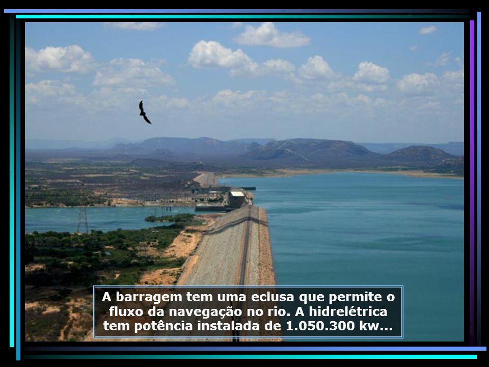 Administrada pela CHESF, a Hidrelétrica de Sobradinho localiza-se no Estado da Bahia, a apenas 40 km de Juazeiro e Petrolina, sendo a maior geradora d