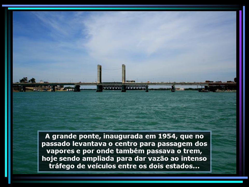O rio São Francisco, que nasce na Serra da Canastra, em Minas Gerais, percorre 2.800 km até desaguar no Oceano Atlântico, na divisa dos Estados de Ser