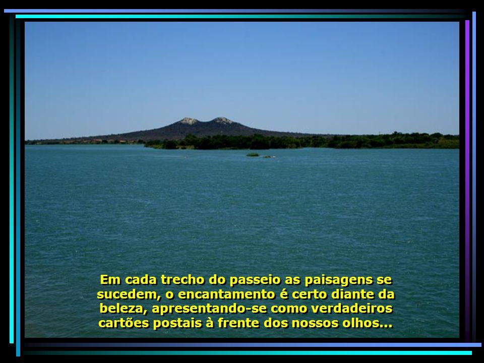 São realizados, também, passeios turísticos pelo rio, geralmente aos domingos, com duração de 7 horas, passando pelas Ilhas do Massangano, Maroto, Pan