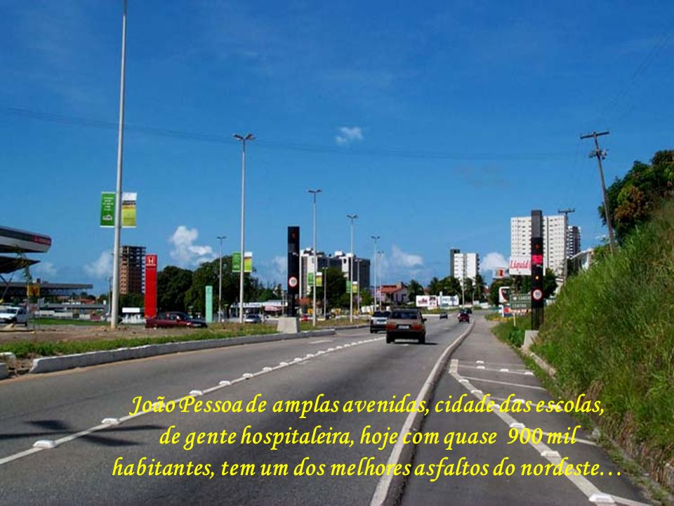 João Pessoa, na Paraíba, recanto maravilhoso do Nordeste Brasileiro, com suas praias de areias brancas e seus coqueirais