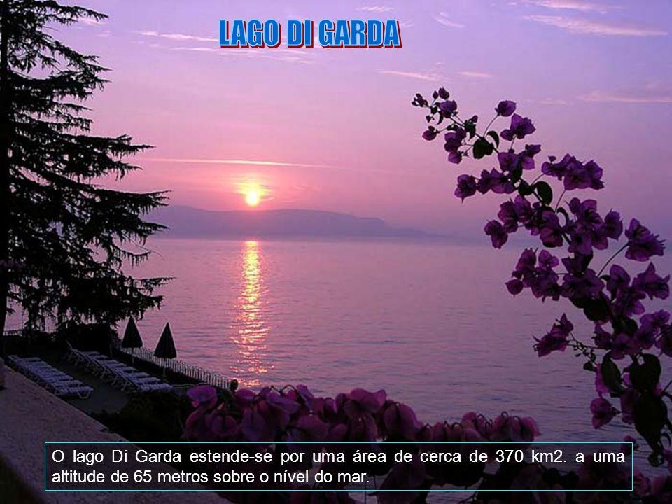 O Lago de Garda é o maior lago da Itália e localiza-se no norte do país entre as regiões de Lombardia (província de Bréscia), Vêneto (provícia de Vero