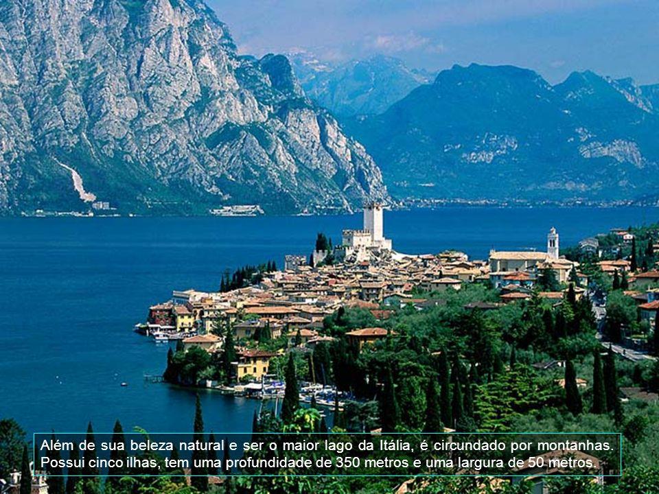 O lago Di Garda estende-se por uma área de cerca de 370 km2. a uma altitude de 65 metros sobre o nível do mar.