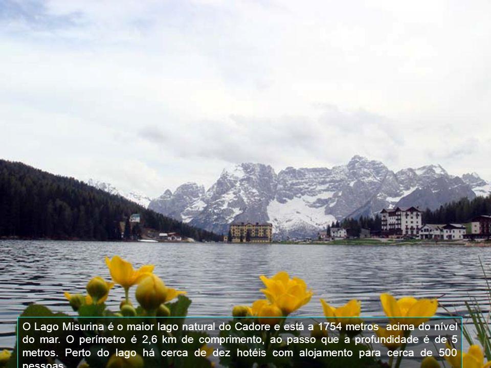 Este é o Lago Misurina congelado, onde acontece velocidade da patinagem e teve lugar durante o Inverno em 1956, nas Olmpíadas de Cortina DAmpezzo, que