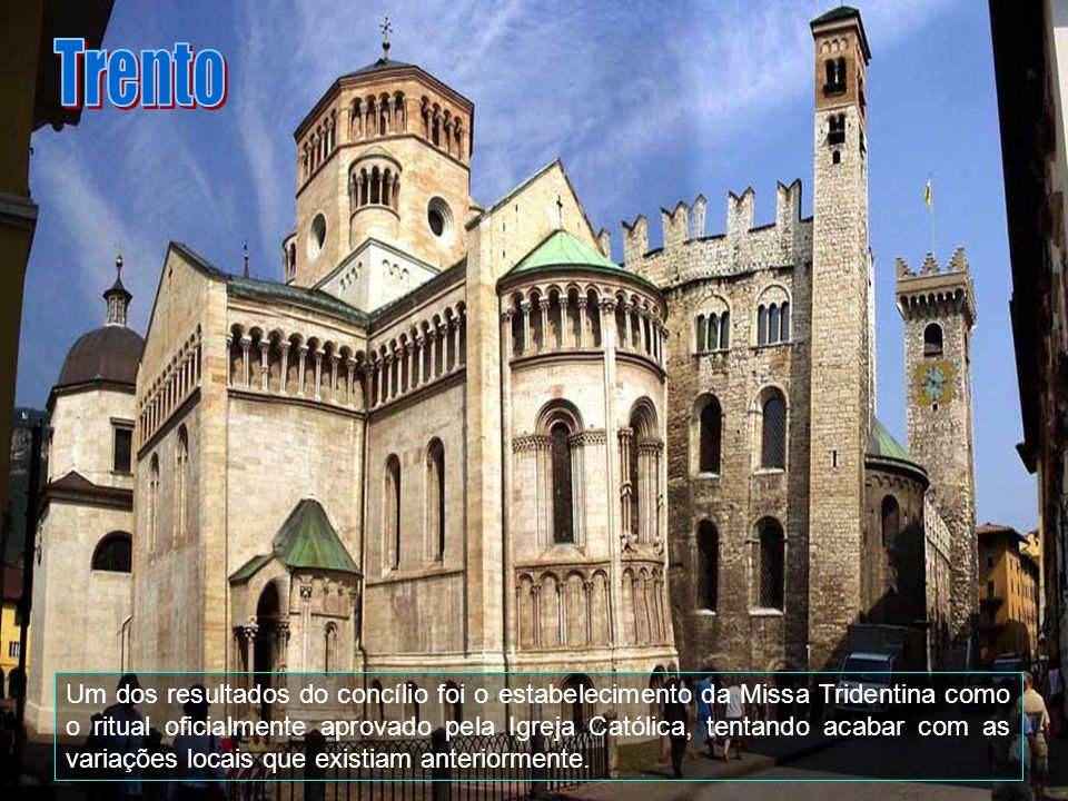 Trento estende-se por uma área de 157 km2, e faz fronteira com Giovo, Lavis, Albiano, Terlago e outros. Muito montanhosa, a província tem uma área de