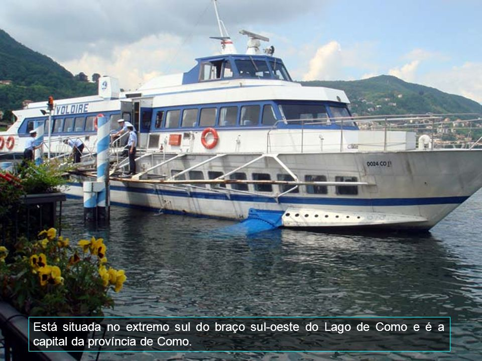 Bellagio localiza-se no ponto extremo do triângulo lariano, na península que divide o Lago de Como em dois braços meridionais.