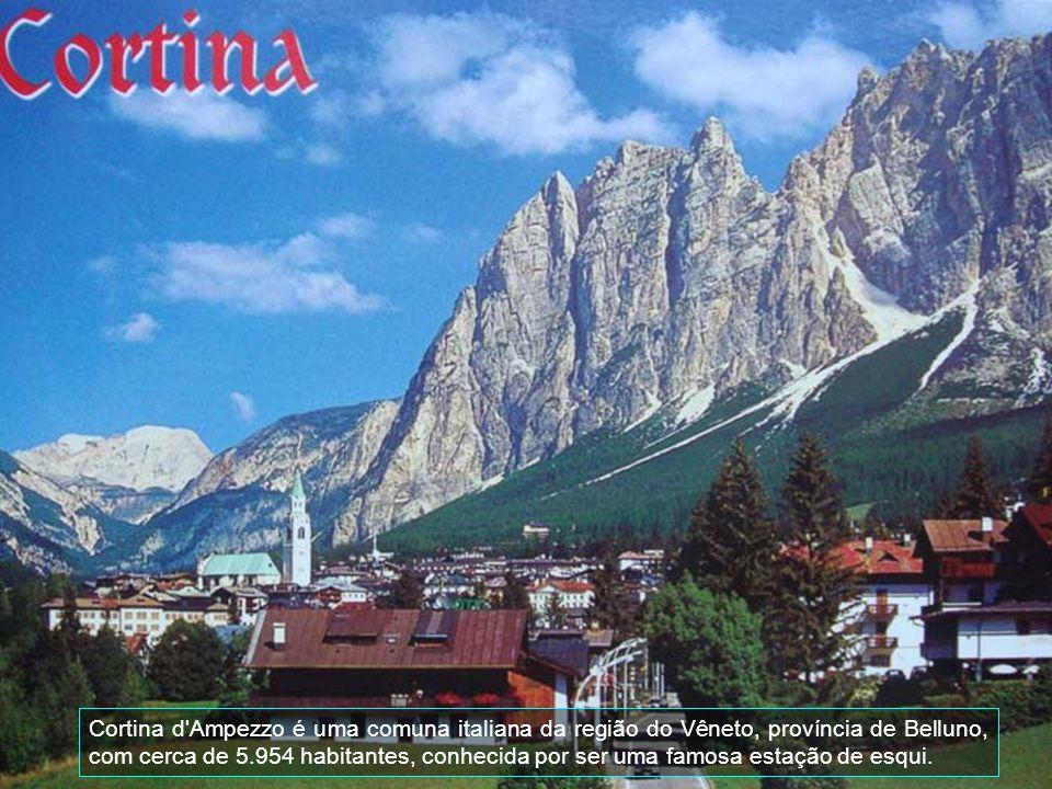 Aqui é o mercado de frutas de Bolzano, é uma atração turística pela sua beleza. A decoração é feita pelas próprias frutas.