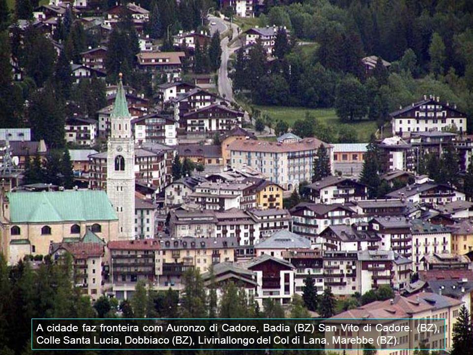 Cortina d'Ampezzo é uma comuna italiana da região do Vêneto, província de Belluno, com cerca de 5.954 habitantes, conhecida por ser uma famosa estação