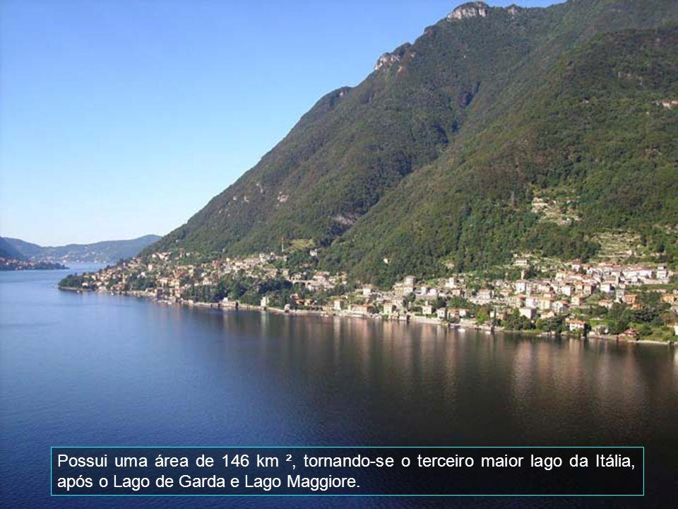 Do passeio público a beira do lago vê-se ao norte, o maçico dos Alpes.