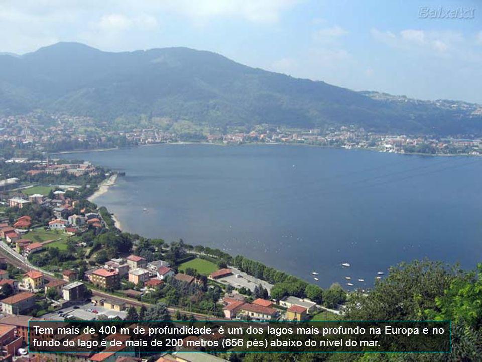 A cidade situa-se no triângulo lariano e é famosa por sua localização pitoresca na intersecção dos três braços fluviais do Lago de Como com sua forma particular de um Y invertido.