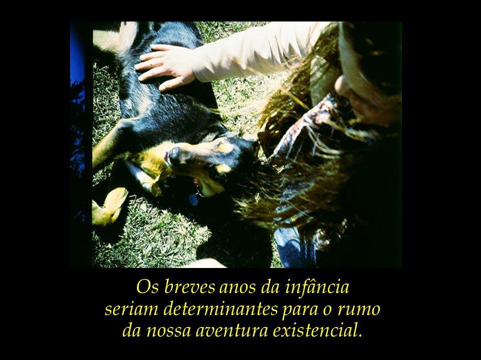 As crianças e os animais, que parecem conhecer o essencial que nos ignoramos.