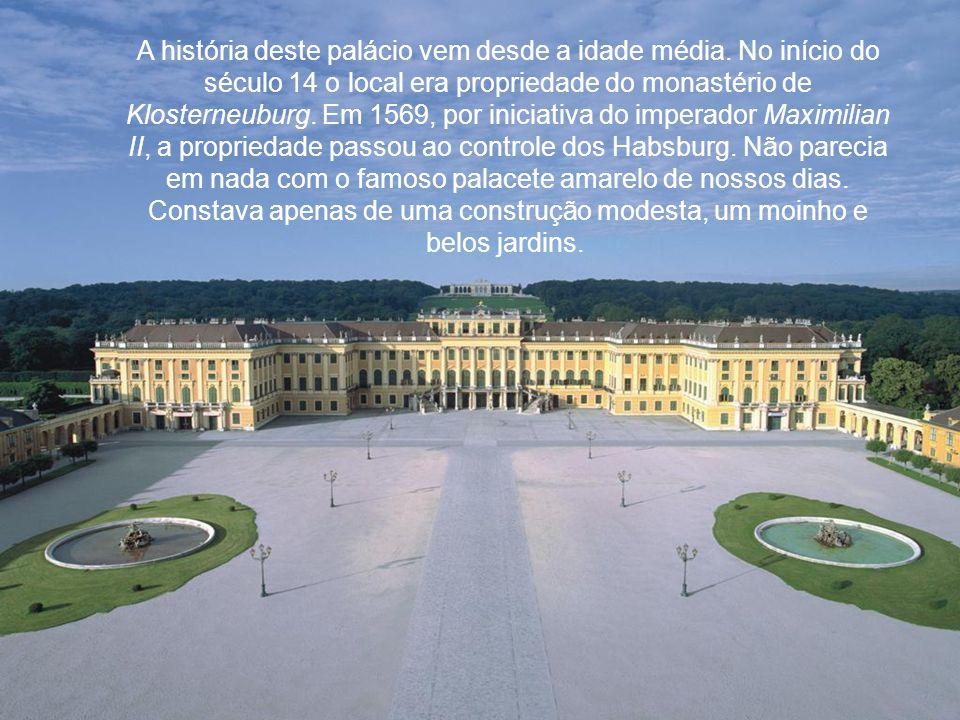 A história deste palácio vem desde a idade média.