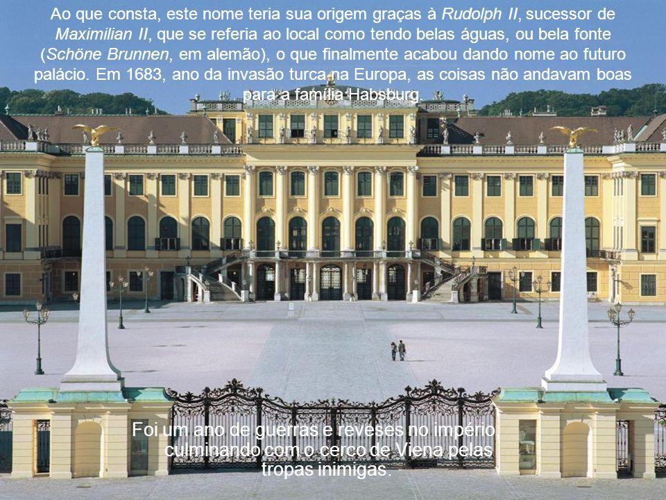 Ao que consta, este nome teria sua origem graças à Rudolph II, sucessor de Maximilian II, que se referia ao local como tendo belas águas, ou bela fonte (Schöne Brunnen, em alemão), o que finalmente acabou dando nome ao futuro palácio.