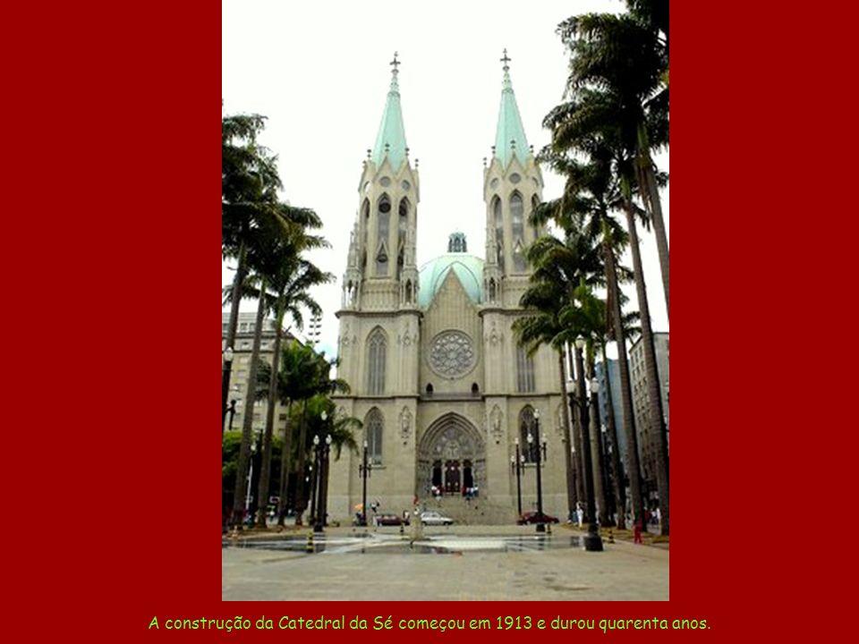 Pátio do Colégio O colégio jesuíta, onde os padres Manoel da Nóbrega e José de Anchieta fizeram nascer uma cidade.