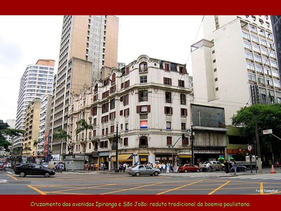 Edifício Copan estilo inconfundível de Oscar Niemeyer São Paulo: o avesso do avesso do avesso do avesso...