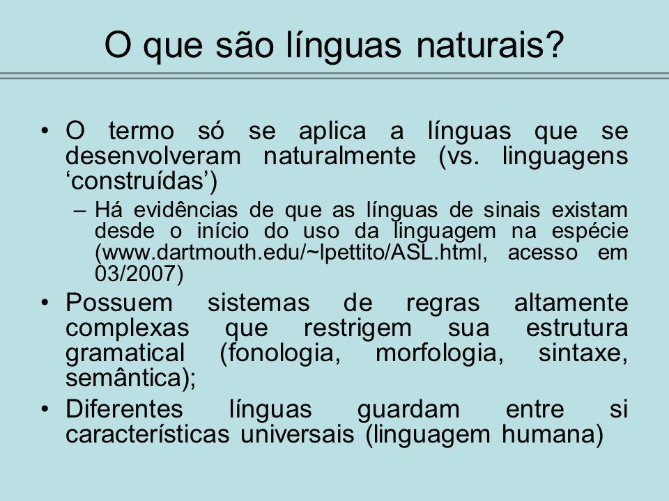 O que são línguas naturais? O termo só se aplica a línguas que se desenvolveram naturalmente (vs. linguagens construídas) –Há evidências de que as lín