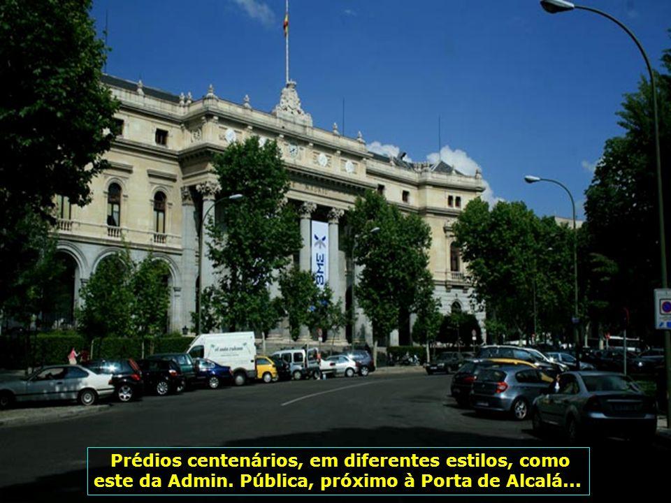 Cidade dos parques, dos jardins, dos monumentos como este, a Porta de São Pio, com seus jardins de Sabatini...