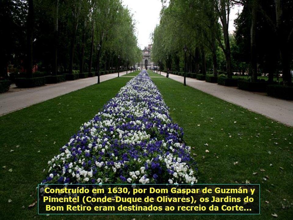 Jardins do Bom Retiro, conhecido popularmente como O Retiro, tem área de 118 000 m², sendo um dos mais belos parques de Madrid... Lindos jardins rodea