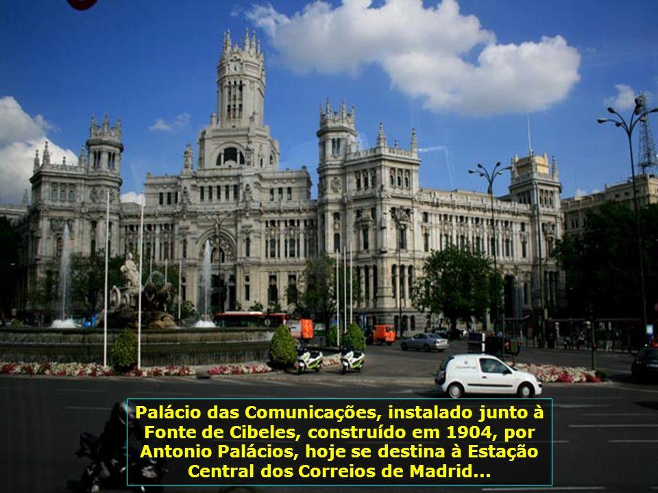 Em Madrid, 87% da população é católica. Belíssimas igrejas em diferentes estilos podem ser vistas pela cidade, como esta na Calle de Alcalá, com a Igr