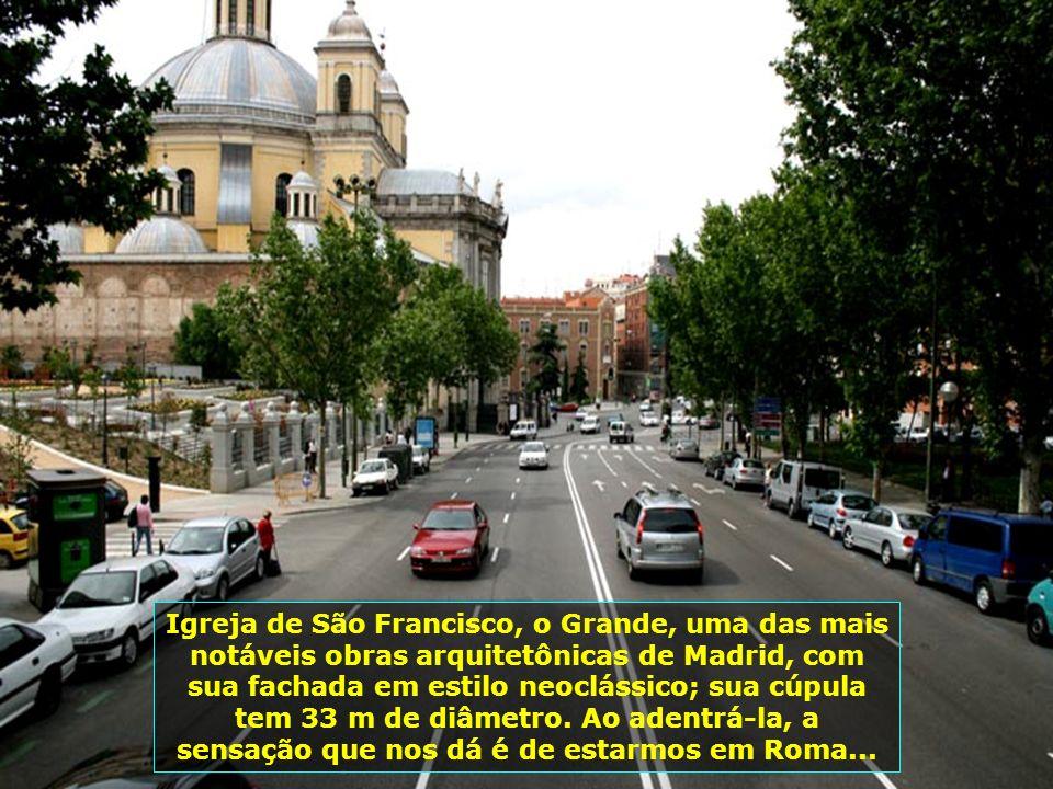 Praça de Touros de Las Ventas, a maior da Espanha, com majestoso prédio em estilo mourisco. Foi inaugurada em 1931, sendo local onde acontecem corrida
