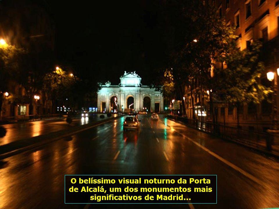 A beleza de Madrid à noite, com um colorido todo especial nas lojas, em seus prédios e avenidas...