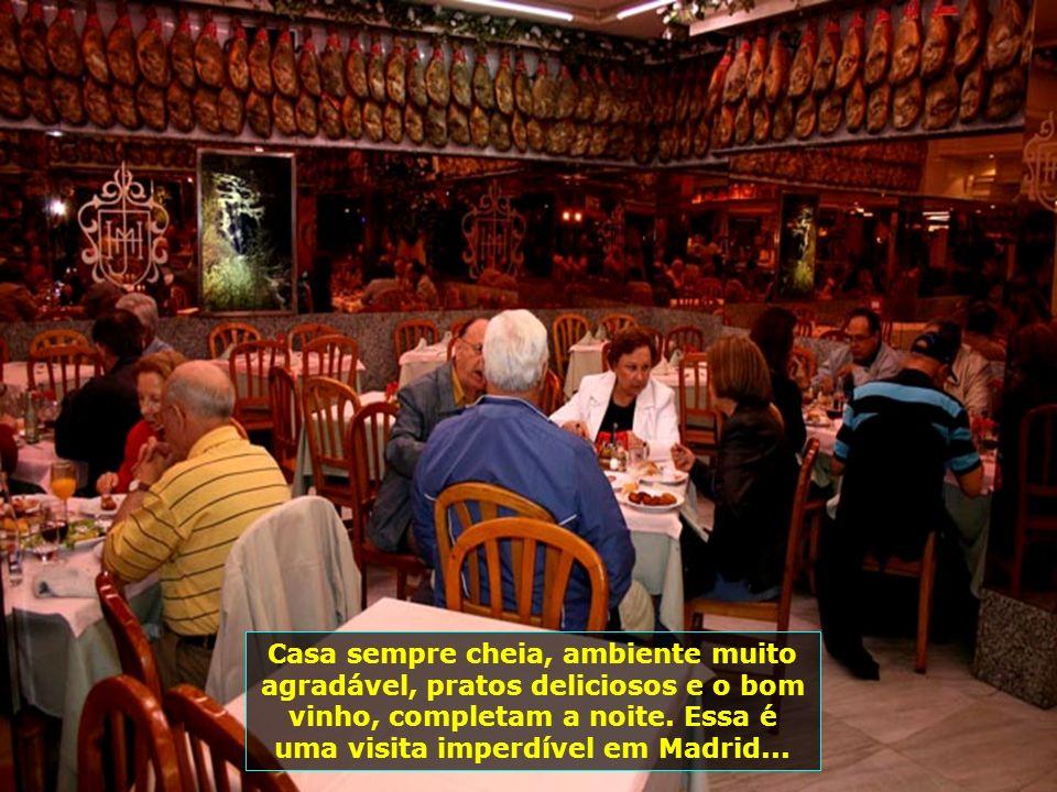 E vamos para o jantar, num de seus restaurantes típicos especializados em jamones, chamado Museu Del Jamón. Aqui pode-se ver o acesso ao restaurante..