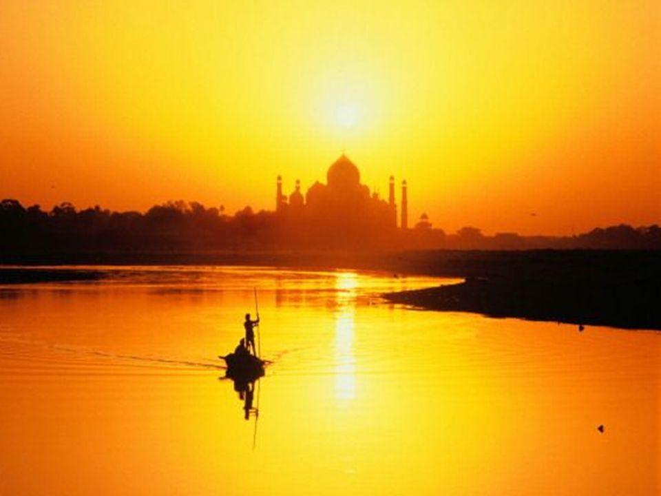 Só o ser humano acredita em pobreza e por isso sofre… Vive na inconsciência, completamente ignorante a respeito de sua origem divina… nasceu para vive