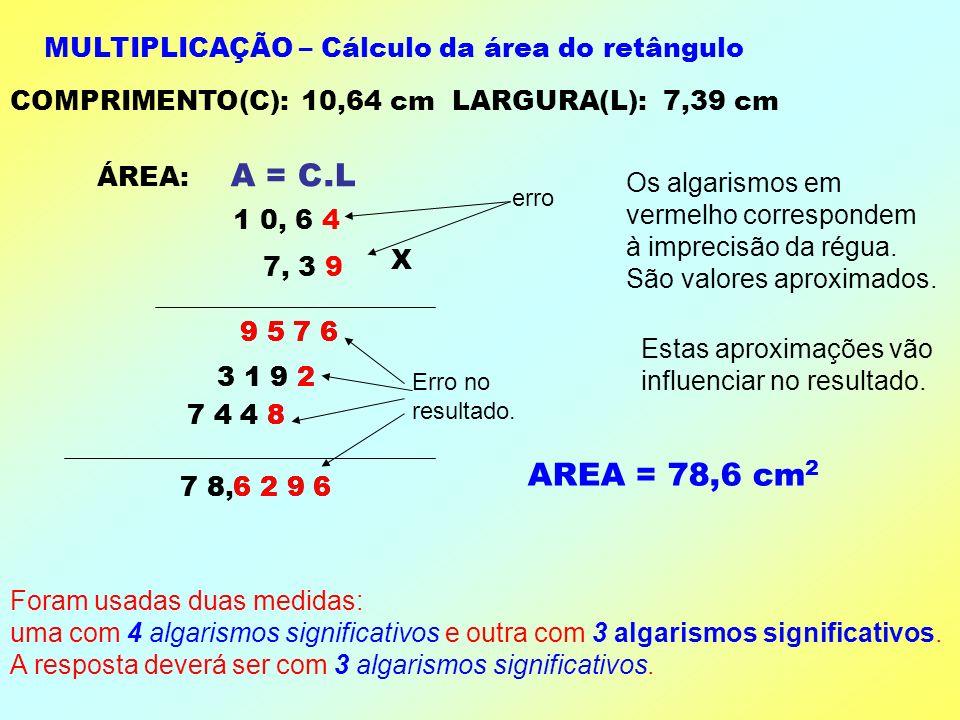 COMPRIMENTO: 10,64 cm LARGURA: 7,39 cm Vejamos o que acontece quando operamos com duas medidas. Para isso vamos calcular a área e o perímetro de um re
