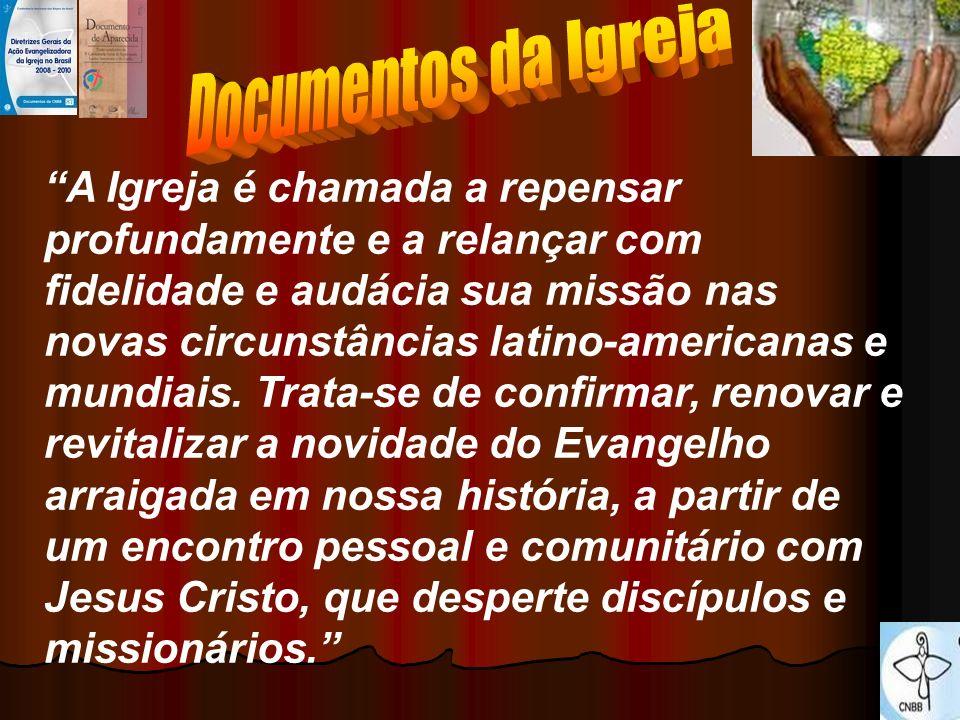 A Igreja é chamada a repensar profundamente e a relançar com fidelidade e audácia sua missão nas novas circunstâncias latino-americanas e mundiais. Tr