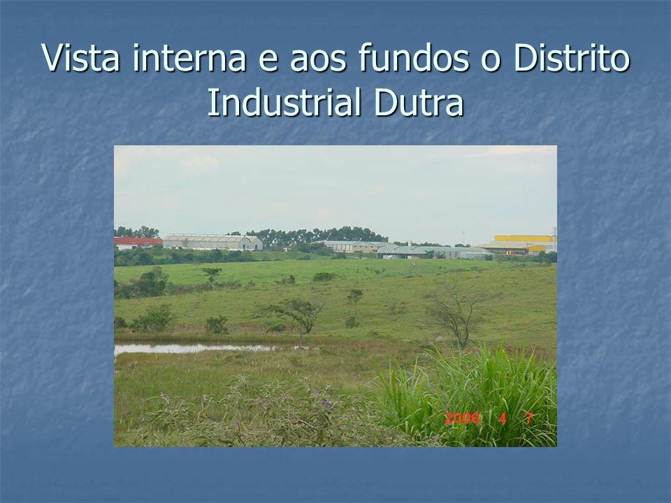 Vista interna e aos fundos o Distrito Industrial Dutra