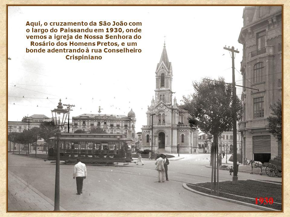 Aqui, fotos de 1929 (esq.) e 1930 (abaixo), onde vemos as obras de alargamento. Acima, na altura do cruzamento com a rua Vitória e ao lado, vista da p