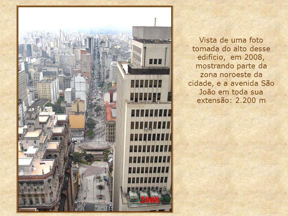 No início da avenida, dominando todo o centro da cidade, avista-se o imponente edifício Altino Arantes, mais conhecido como Edifício Banespa, inaugura