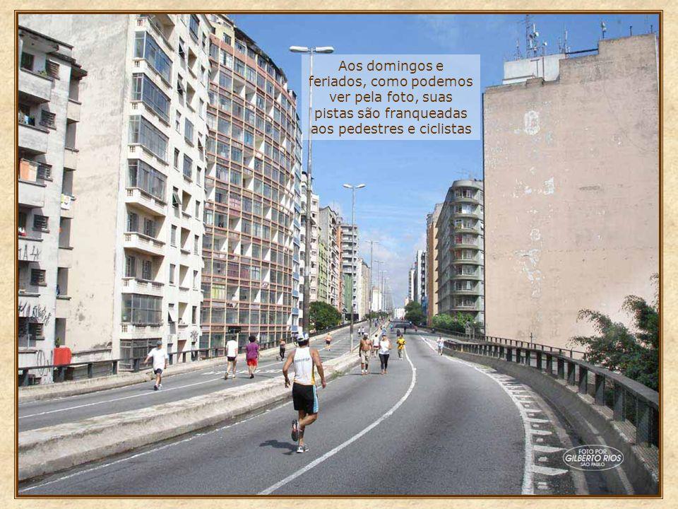 Em 1970, para ligação do centro com a zona oeste, foi construído o elevado Costa e Silva, conhecido popularmente como Minhocão Essa via elevada, com c