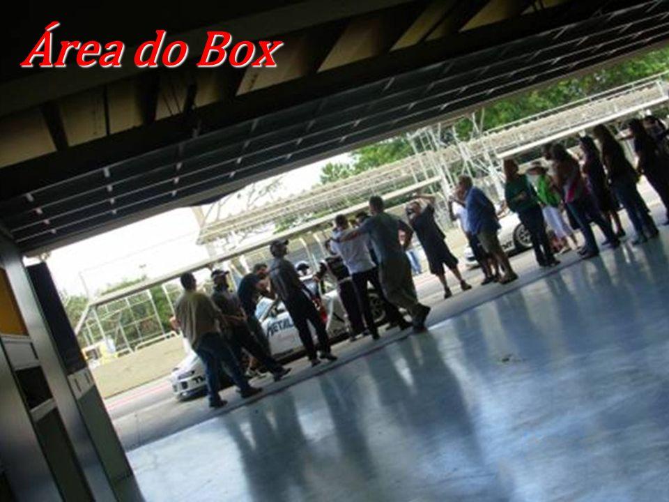 Área do Box Aqui é o ponta pé inicial em todo relacionamento entre os clientes e vendedores, contando também com um banquete de café da manhã totalmente completo.