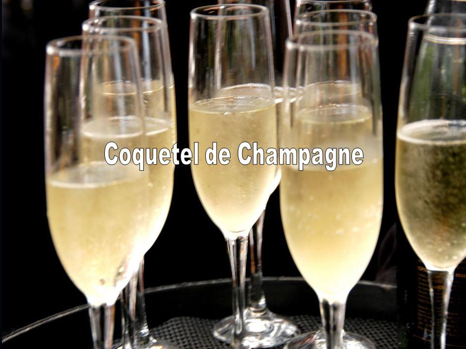 Coquetel de Recepção Os convidados são recepcionados com um coquetel de Champagnes Finos e canapés na entrada do evento.