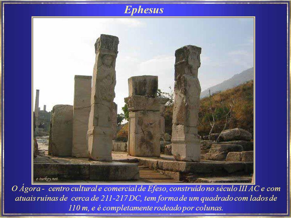 Ephesus Éfeso – Porta do Sul – Éfeso, fundada por colonos atenienses no século 10 AC, foi das mais importantes cidades jônicas da Anatólia.