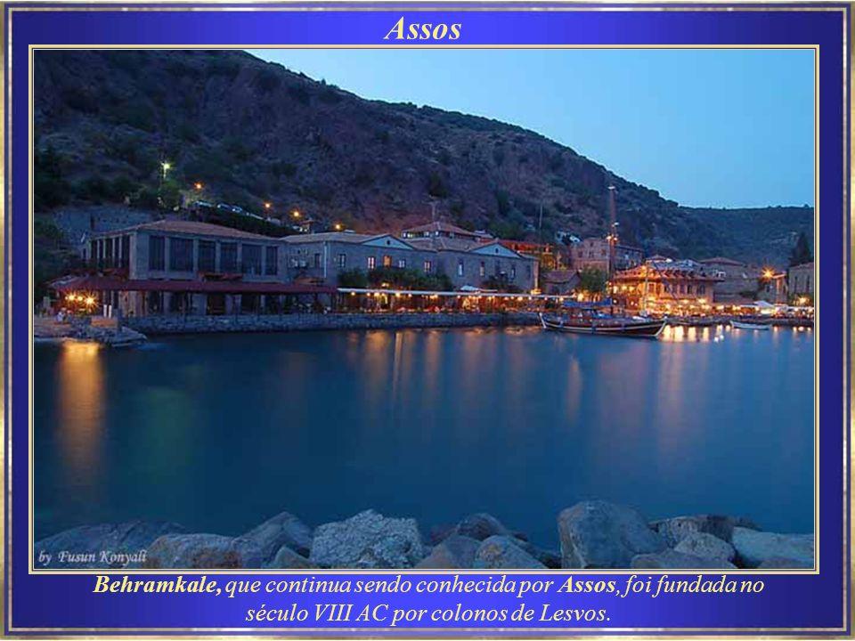 Assos Assos, oficialmente Behramkale, é uma pequena e historicamente rica cidade.