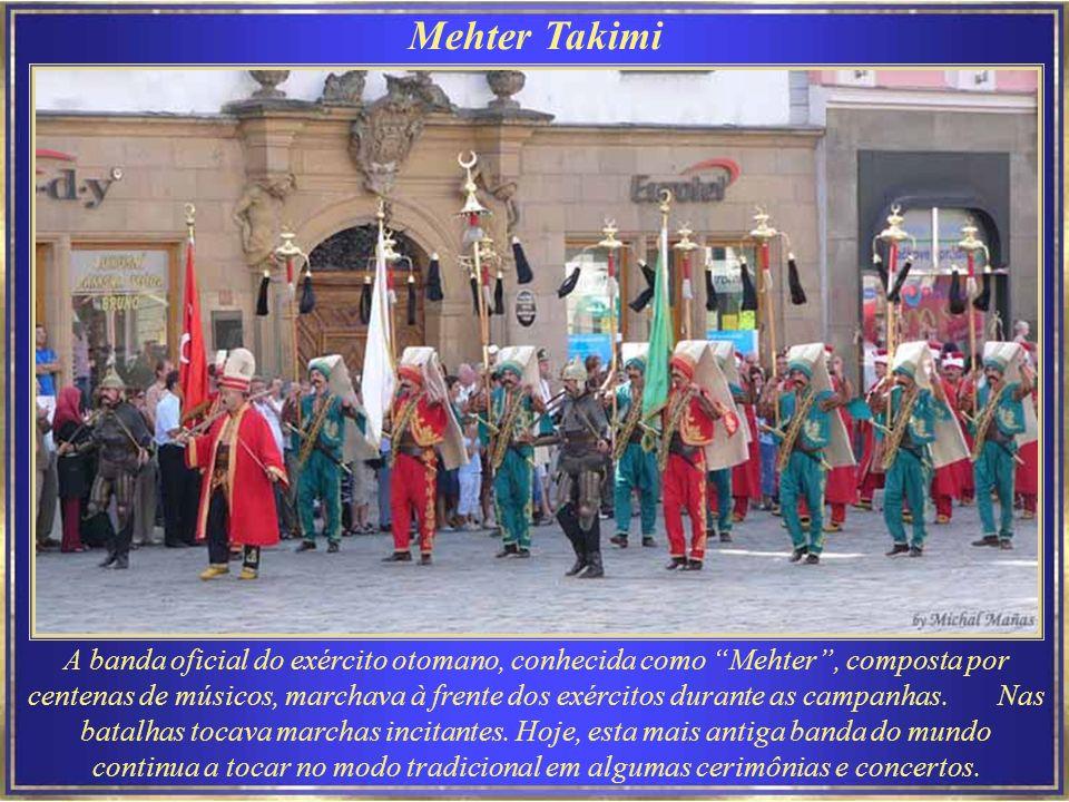 A banda oficial do exército otomano, conhecida como Mehter, composta por centenas de músicos, marchava à frente dos exércitos durante as campanhas.