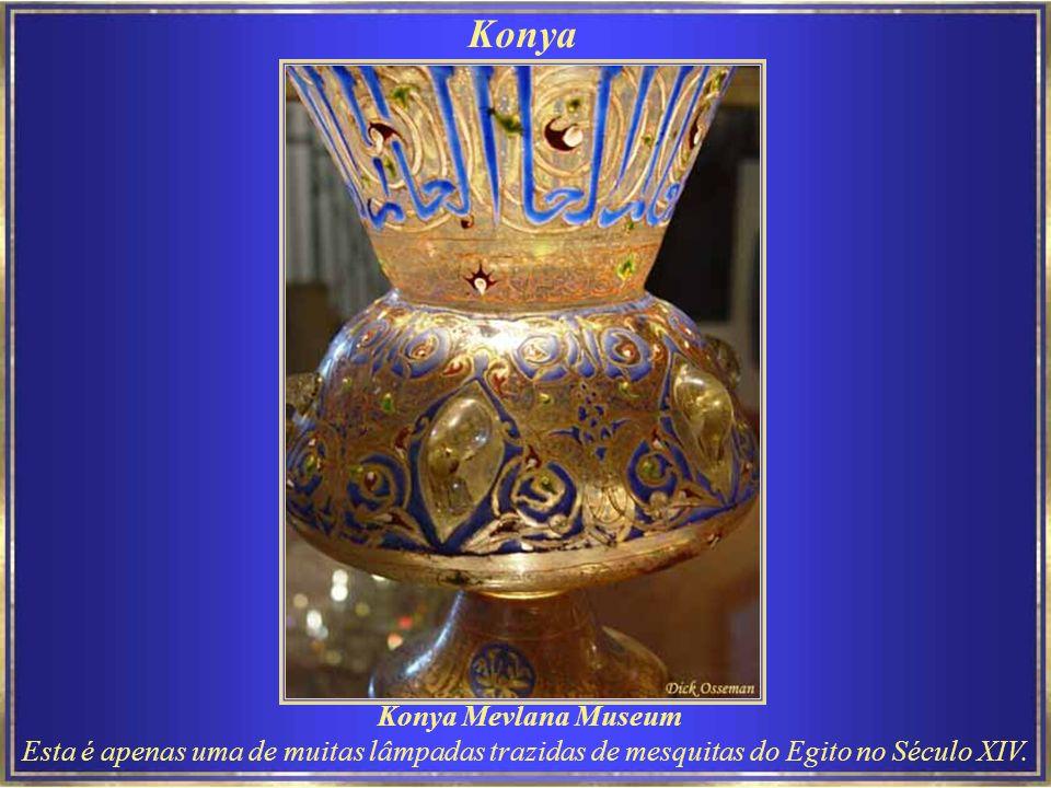 Apresentação dos Derviches Rodopiantes no Museu Mevlevi. Konya