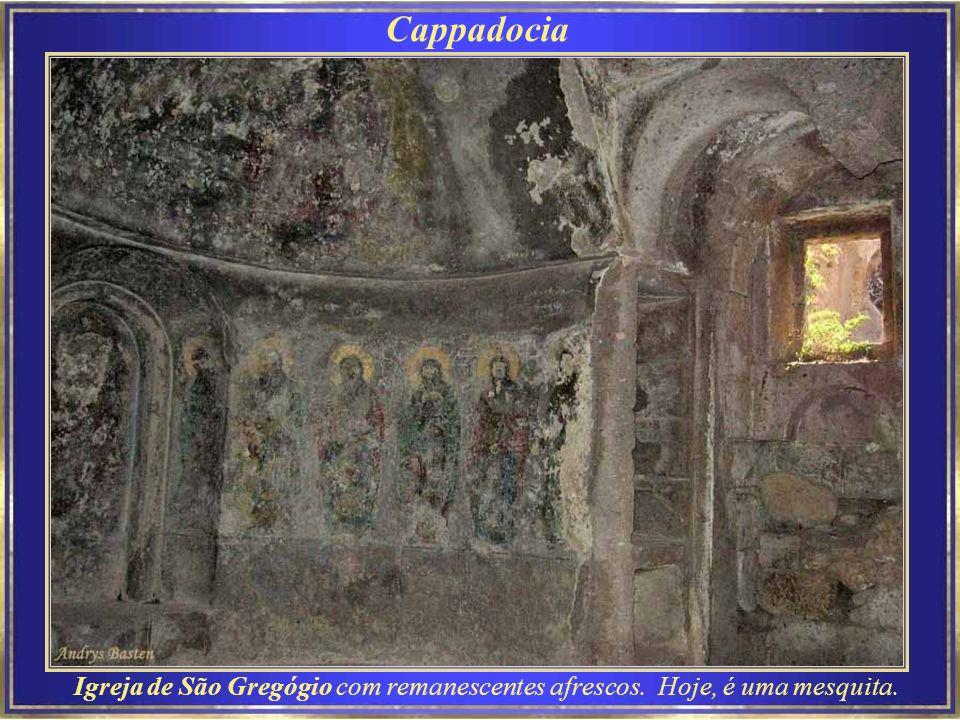Cappadocia Tokali (Buckle) – Igreja da Fivela no Museu a céu aberto de Göreme – A nave e o nartex foram pintadas (963-969) com cenas da vida de Cristo.