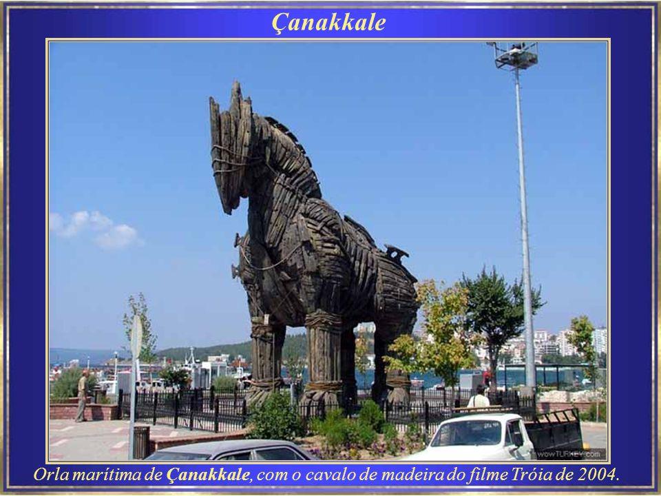 Çanakkale Çanakkale é a cidade mais próxima do local da antiga Tróia.