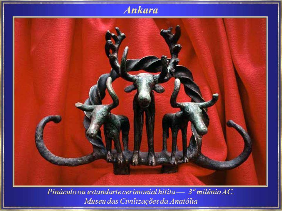 Pináculo ou estandarte cerimonial hitita –– 3º milênio AC.