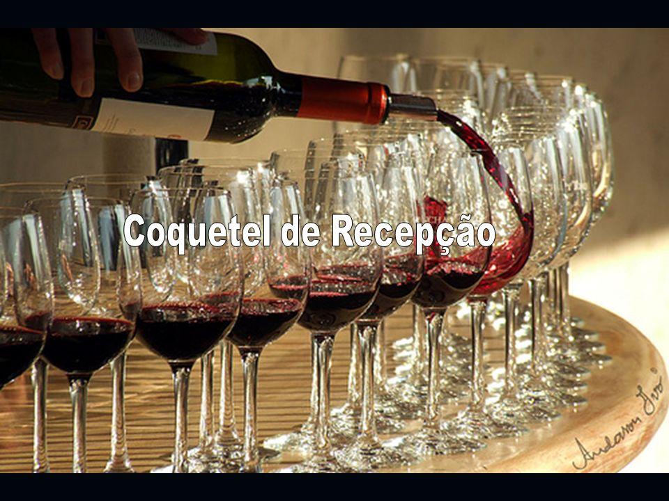 Coquetel de Recepção Os convidados são recepcionados com um coquetel de Champagne Moet e canapés na entrada do evento.