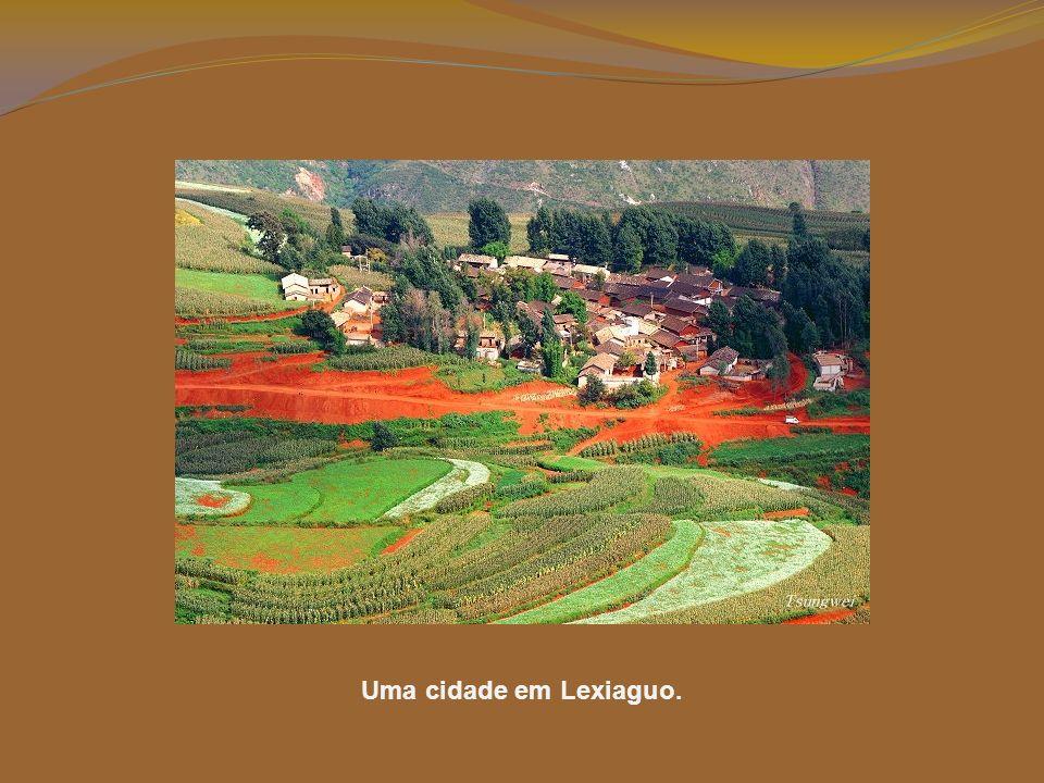 Este lugar sagrado é a parte mais distinta da terra. Para promover o turismo, foi chamado de Lexiaguo, que significa – lugar onde se fixam as belas co