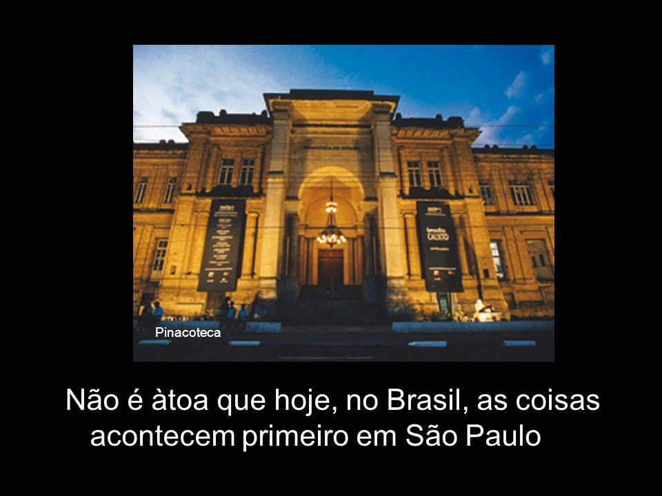 São Paulo possui a única Universidade Pública que não é Federal do país. A USP está entre as 100 melhores do mundo e em primeiro lugar na América do S